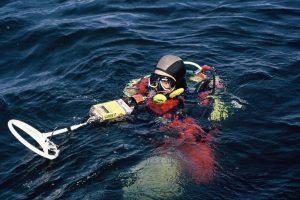 taking metal detector under the water
